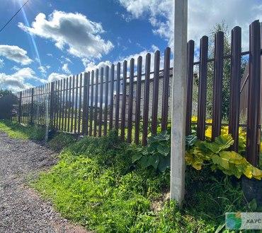 Забор из евроштакетника в п. Ропша в Ломоносовском районе (Лен.область) 2