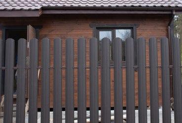 Забор из двухстороннего евроштакетника «Стандарт»