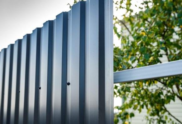 Забор из оцинкованного профнастила Эконом